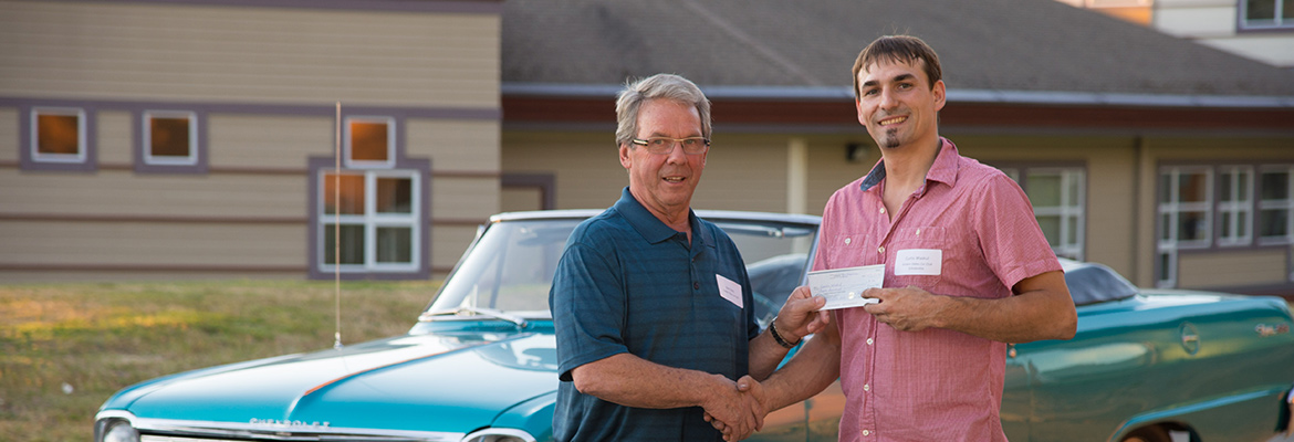NIC Student receives scholarship from donor