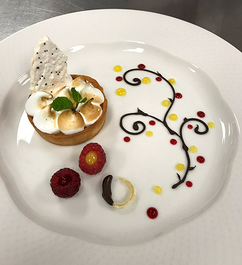 Dessert plate with meringue, chocolate tart, chocolate bark